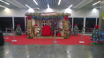 At Rio's international airport I finally saw some Christmas