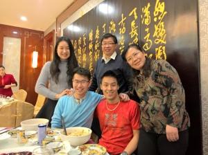 Max's wife and parents. A esposa e os pais do Max.
